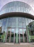 Amphithéâtre en verre de bâtiment du conservatoire à Poznan images stock