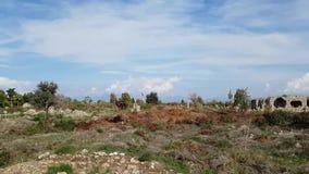 Amphithéâtre et d'autres ruines dans la ville turque du côté Vue panoramique par temps beau banque de vidéos