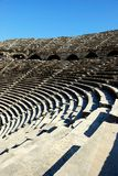 Amphitheater antigo no lado, Turquia Fotos de Stock