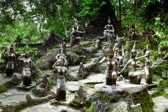 Ängelstaty i Buddha magiträdgård. Thailand Arkivfoto