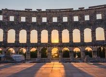 Amphitheater romano antico nei PULA, Croatia immagini stock