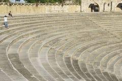 Amphitheater tritt in Dorf Altos de Chavon im La Romana, Dominikanische Republik Lizenzfreie Stockfotos
