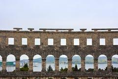 Amphitheater und Hafen in den Pula Stockfoto