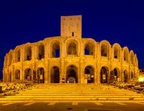 Amphitheater von Arles in der Dämmerung stockbild