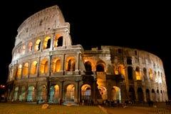 Amphitheatre Colosseum na cidade Roma na noite fotografia de stock