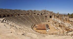 Amphitheatre in der seitlichen Türkei Stockbilder