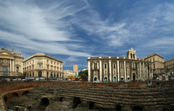 Amphitheatre romano de Catania (panorama) Imagen de archivo libre de regalías