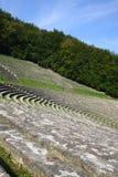 Amphitheatre sob o céu imagens de stock