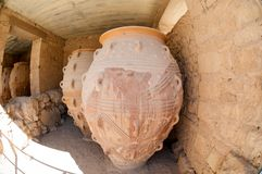 Amphoras. Giant clay jars from the Palace of Knossos. Knossos is the largest archaeological site on Crete Stock Photos