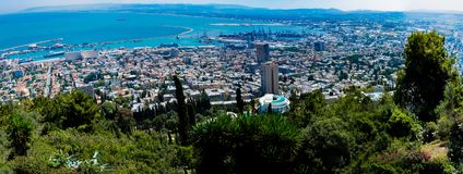 Ampi giardini di Bahai di panorama sul Mt Carmel che trascura Haifa e t fotografie stock libere da diritti