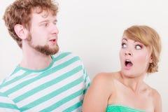 Ampia bocca aperta osservata di espressione sorpresa coppie immagine stock libera da diritti