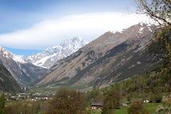 Ampia valle sulle alpi italiane e sul Monte Bianco sui precedenti Fotografia Stock