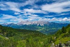 Ampia vista della catena montuosa di Hohe Dachstein in Austria su uno spirito di giorno Fotografia Stock Libera da Diritti
