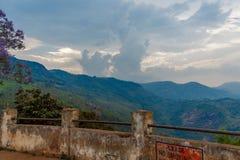 Ampia vista della vista del punto di suicidio a Ooty, India, il 19 agosto 2014 immagini stock libere da diritti