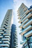 Ampia vista di angolo basso degli appartamenti in Milan Italy Fotografie Stock