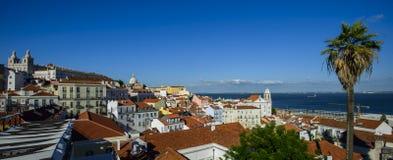 ampia vista di panorama del quarto di Alfama a Lisbona, Portogallo Fotografia Stock Libera da Diritti