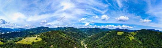 Ampia vista panoramica di alta risoluzione aerea delle montagne dei Vosgi, fotografie stock