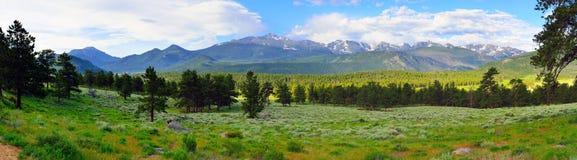 Ampia vista panoramica splendida paesaggio alpino del parco nazionale delle montagne rocciose di alto, Colorado fotografia stock