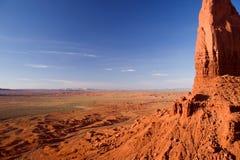 Ampie estensioni della valle del monumento con la MESA della punta della lancia a destra Fotografia Stock