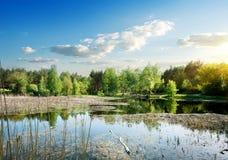 Ampio fiume ad alba Fotografie Stock Libere da Diritti