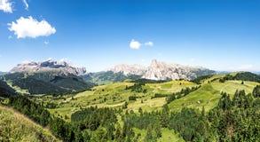 Ampio panorama della regione di Alta Badia su estate in Italia del Nord Immagine Stock Libera da Diritti