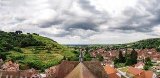 Ampio punto di vista panoramico della uccello-mosca Colline dell'Alsazia Immagine Stock