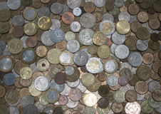 Amplia gama de diversas monedas Imagenes de archivo