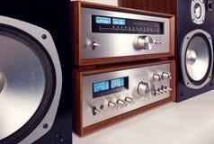 Amplificador, afinador, sistema de áudio estereofônico do vintage dos oradores Imagem de Stock Royalty Free