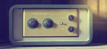 Amplificador do microfone do vintage imagens de stock royalty free