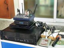 Amplificador do microfone na sala de comando da escola Imagem de Stock Royalty Free