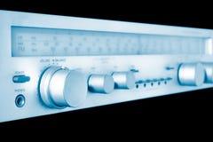 Amplificador e afinador do vintage no azul fotografia de stock