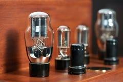 Amplificador electrónico con el primer de la lámpara del bulbo Imagen de archivo libre de regalías