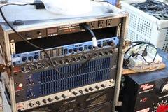 Amplificadores eletrônicos do equalizador para conectar aos dispositivos da música fotos de stock royalty free