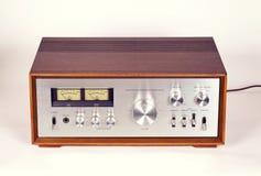 Amplificatore audio stereo d'annata in gabinetto di legno Fotografie Stock