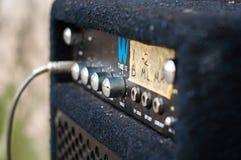 Amplificatore della chitarra con una colonna Fotografia Stock Libera da Diritti