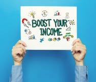 Amplifiez votre texte de revenu sur une affiche blanche Photo libre de droits
