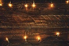 Ampola de Natal na tabela de madeira Foto de Stock