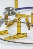 Ampollas y estetoscopio médicos Fotografía de archivo