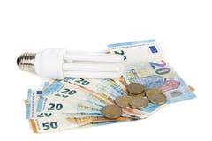 Ampoule économique légère sur les billets de banque européens Images stock