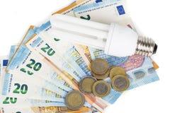 Ampoule économique légère sur les billets de banque européens Photos stock