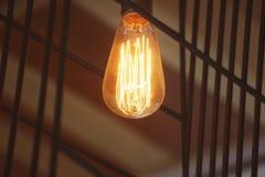 Ampoule électrique en café Photos libres de droits