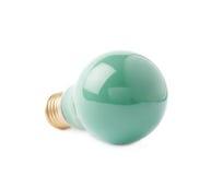 Ampoule électrique simple se trouvant de son côté, d'isolement au-dessus du fond blanc Photo libre de droits