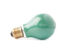 Ampoule électrique simple se trouvant de son côté, d'isolement au-dessus du fond blanc Photos libres de droits