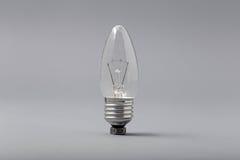Ampoule électrique sur un fond gris Photographie stock libre de droits