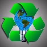 Ampoule d'Eco faite à partir des feuilles vertes Photo libre de droits