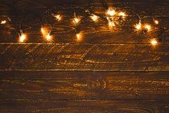 Ampoule de Noël sur la table en bois Fond de Noël de Joyeux Noël images stock