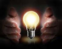 Ampoule de prise de main Photos libres de droits