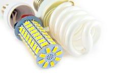 Ampoule fluorescente et de LED d'isolement sur le fond blanc photo stock