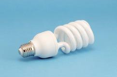 Ampoule fluorescente originale sur le fond bleu image libre de droits