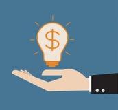Ampoule lumineuse dans la main d'homme d'affaires Images stock
